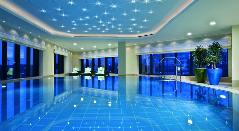 Hotel for medica 2019 maritim hotel dusseldorf best for Dusseldorf hotel mit pool