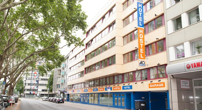 Book a cheap room in A&O Dusseldorf Hauptbahnhof