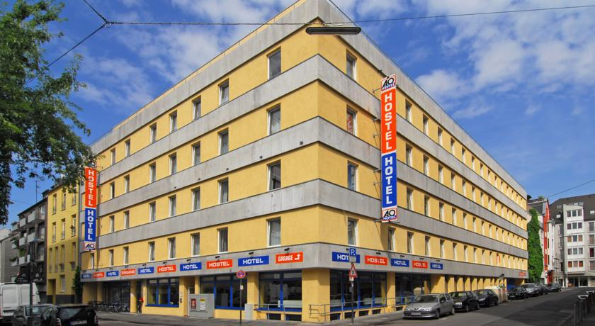Book a cheap room in A&O Koln Neumarkt