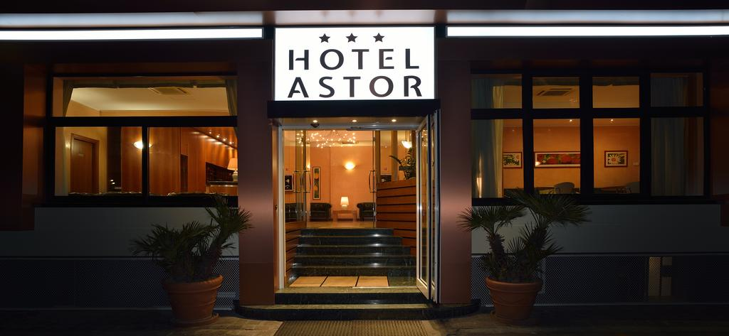 Book a cheap room in Astor Hotel