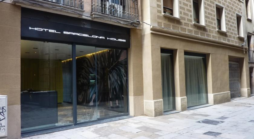 Book a cheap room in Barcelona House