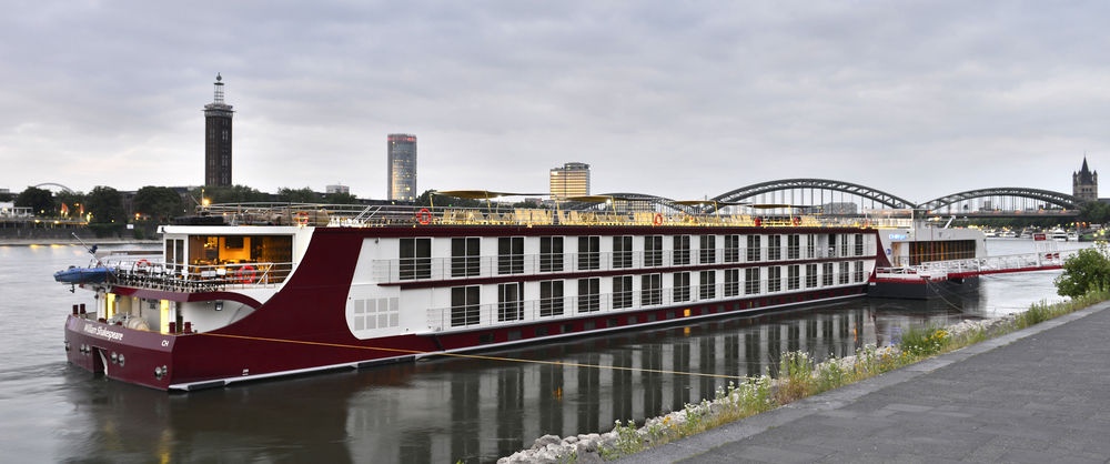 Book a cheap room in FairCruise Business Hotelship Dusseldorf