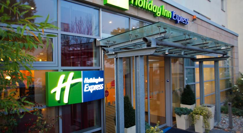Book a cheap room in Holiday Inn Express Frankfurt Messe