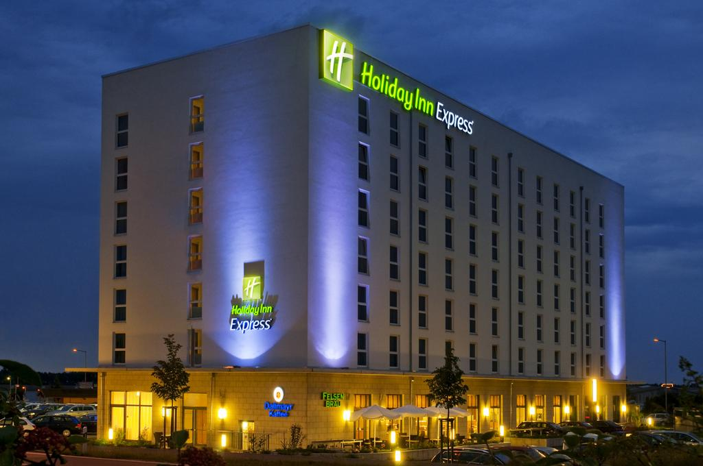 Book a cheap room in Holiday Inn Express Nuremberg-Schwabach