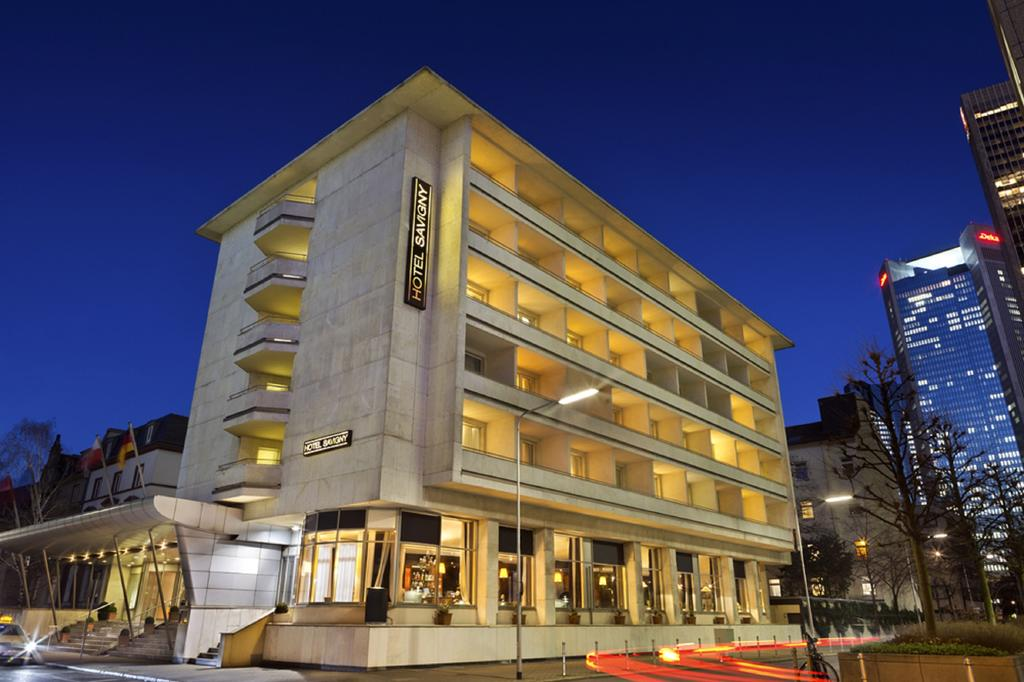 Book a cheap room in Hotel Savigny Frankfurt City