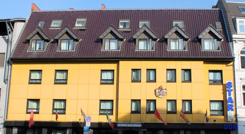 Book a cheap room in Hotel Star am Dom Superior